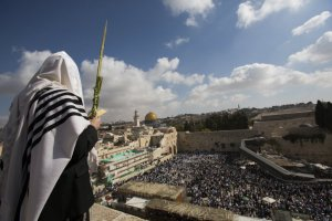 Priest-WesternWall-Jerusalem